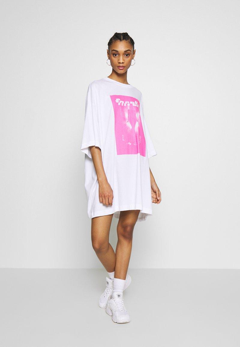 Weekday - HUGE DRESS - Jerseyjurk - white
