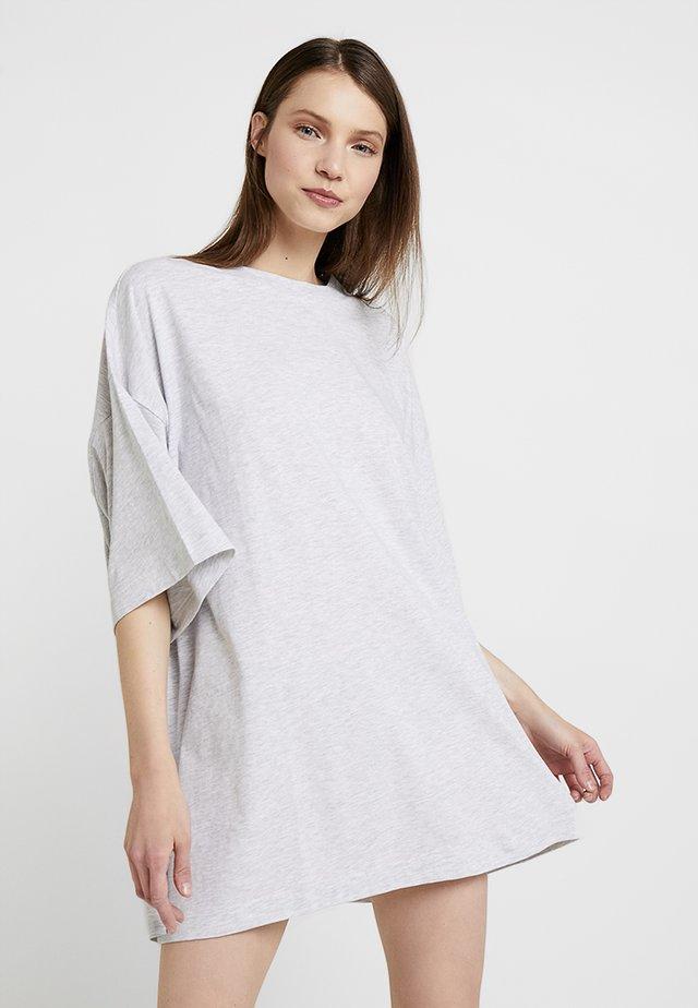HUGE DRESS - Žerzejové šaty - grey