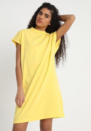 PRIME DRESS - Žerzejové šaty - yellow