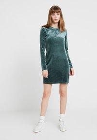 Weekday - FRAY DRESS  - Robe fourreau - dark green - 2