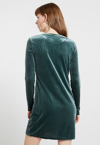 Weekday - FRAY DRESS  - Robe fourreau - dark green - 3