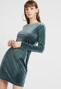 Weekday - FRAY DRESS  - Robe fourreau - dark green - 0