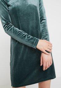 Weekday - FRAY DRESS  - Robe fourreau - dark green - 5