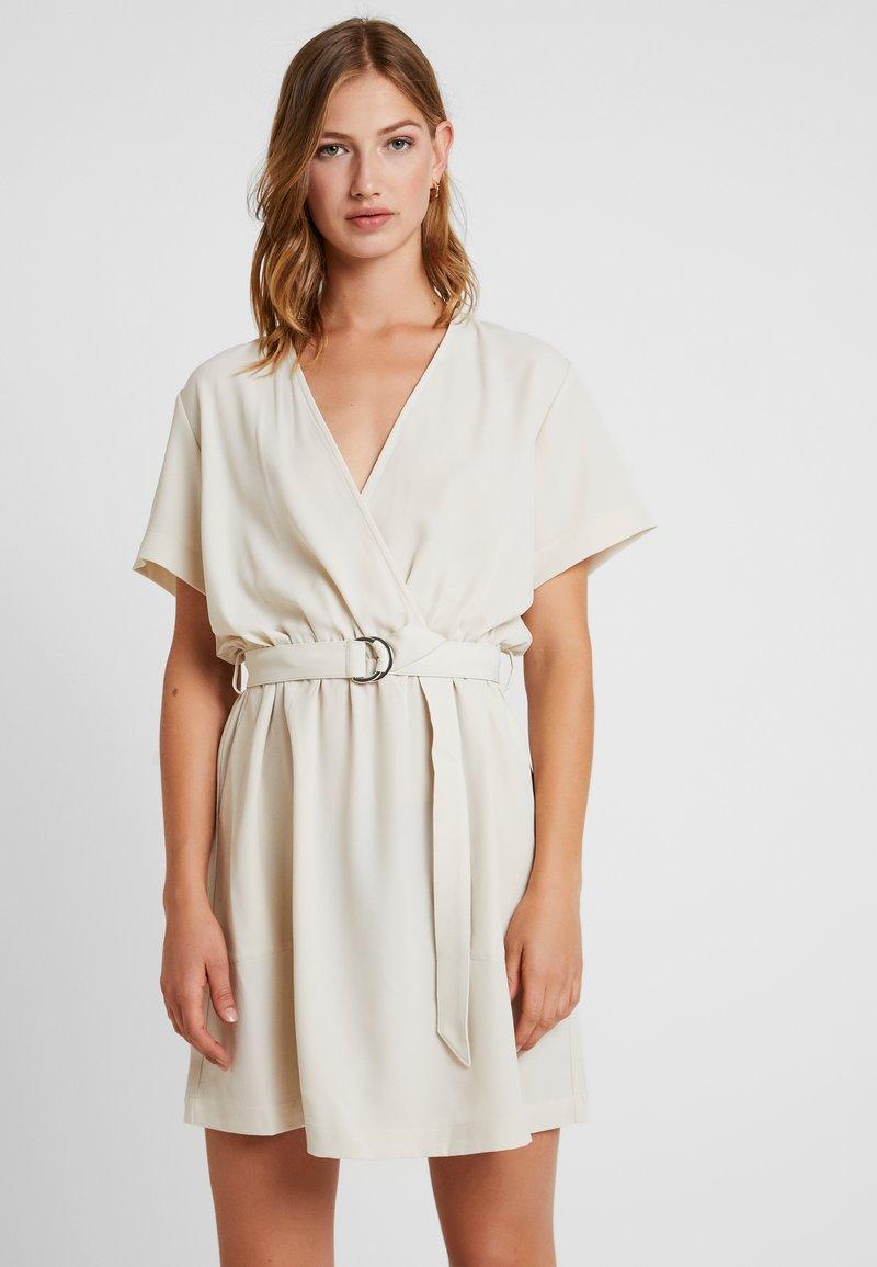 Weekday - JESS DRESS - Freizeitkleid - light beige