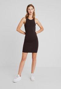 Weekday - ONA DRESS - Vestido de tubo - dark brown - 1