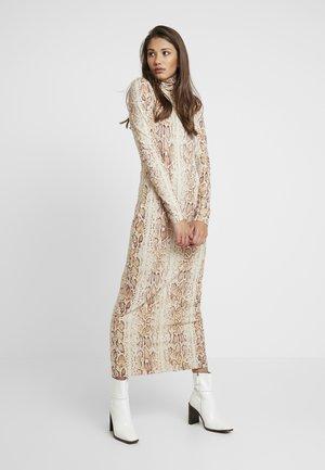 MAXINE DRESS - Maksimekko - beige/white