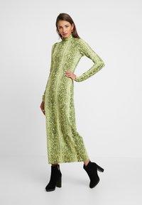 Weekday - MAXINE DRESS - Maxiklänning - green snake - 0