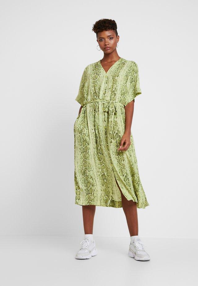 VERNA DRESS - Skjortekjole - neon yellow