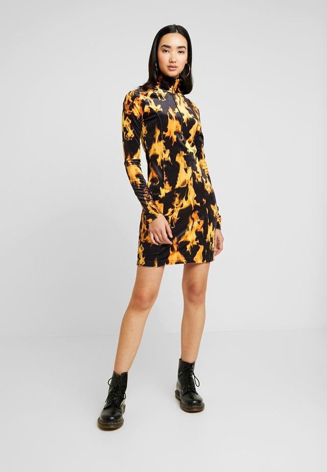 SANDY DRESS - Etuikjole - yellow