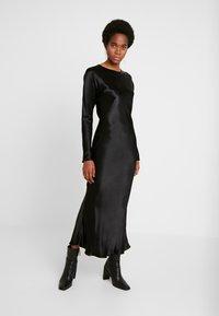 Weekday - BIRDIE DRESS - Denní šaty - black - 0