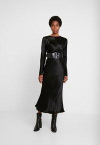 Weekday - BIRDIE DRESS - Denní šaty - black - 2
