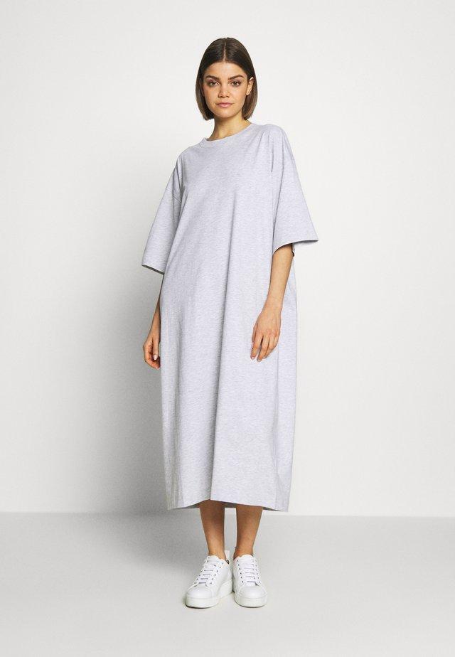 INES DRESS - Vestido ligero - light grey