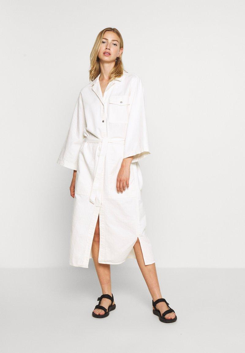 Weekday - BAY DRESS - Blousejurk - white
