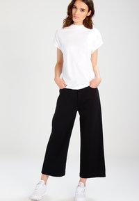 Weekday - PRIME - Basic T-shirt - white - 1