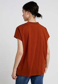 Weekday - PRIME - T-shirts - dark orange - 2