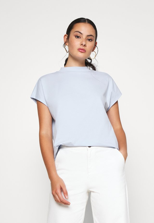 PRIME - Basic T-shirt - light blue