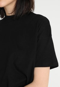 Weekday - CARRIE TEE - T-shirt basic - black - 4