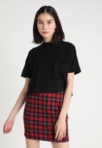 Weekday - CARRIE TEE - T-shirt basic - black - 0