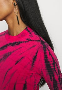 Weekday - MEJA LONG SLEEVE - T-shirt à manches longues - bright pink - 4