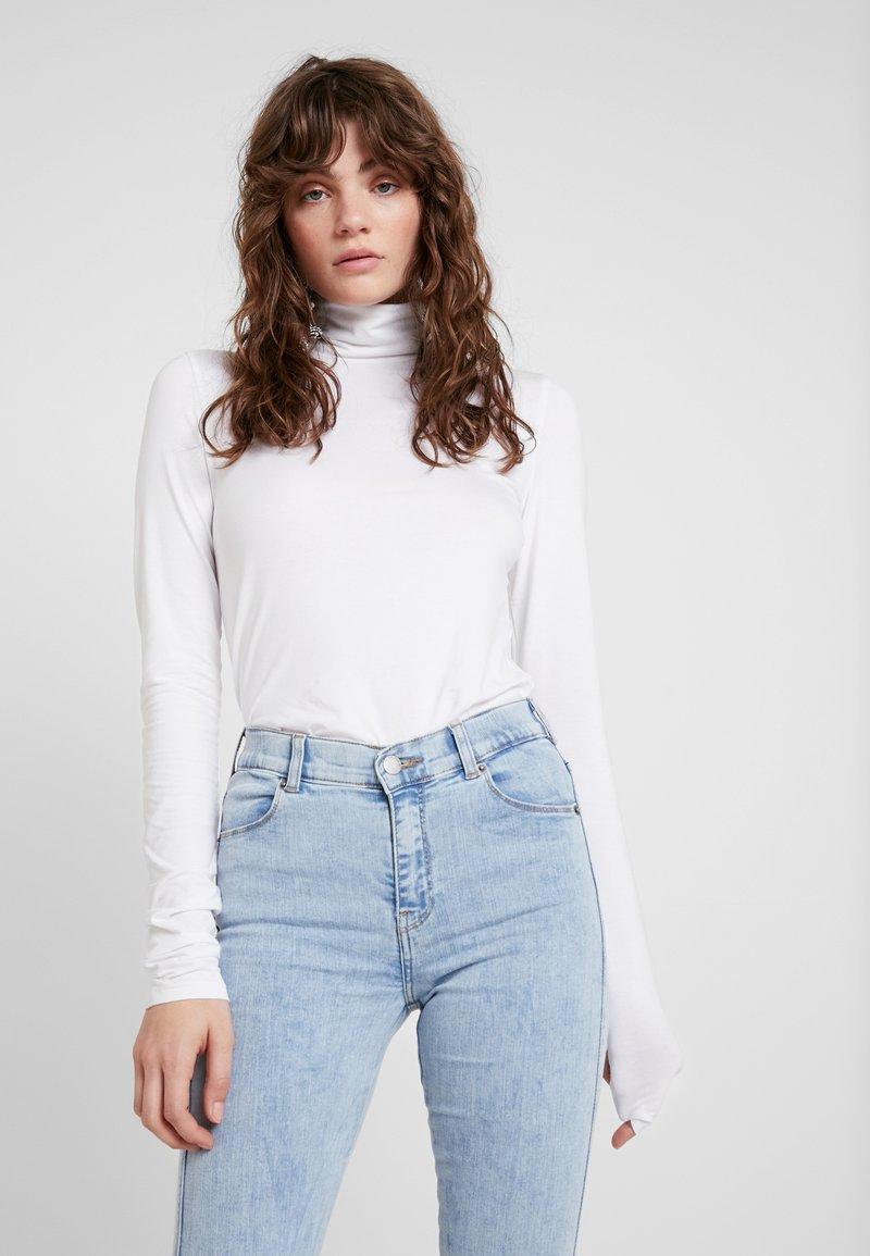 Weekday - CHIE TURTLENECK - Camiseta de manga larga - white