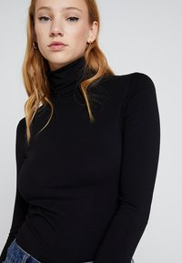 Weekday - CHIE TURTLENECK - Topper langermet - black - 3