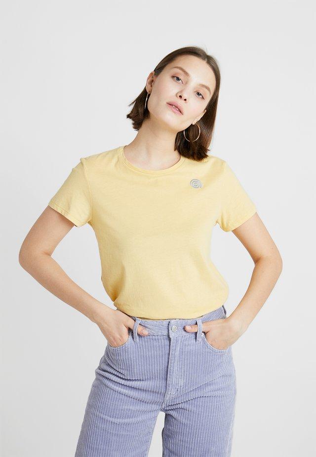 TAGAN - T-shirts med print - light yellow