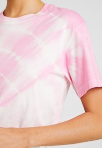 Weekday - ALANIS - Basic T-shirt - pink - 4