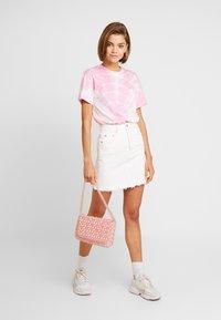 Weekday - ALANIS - Basic T-shirt - pink - 1