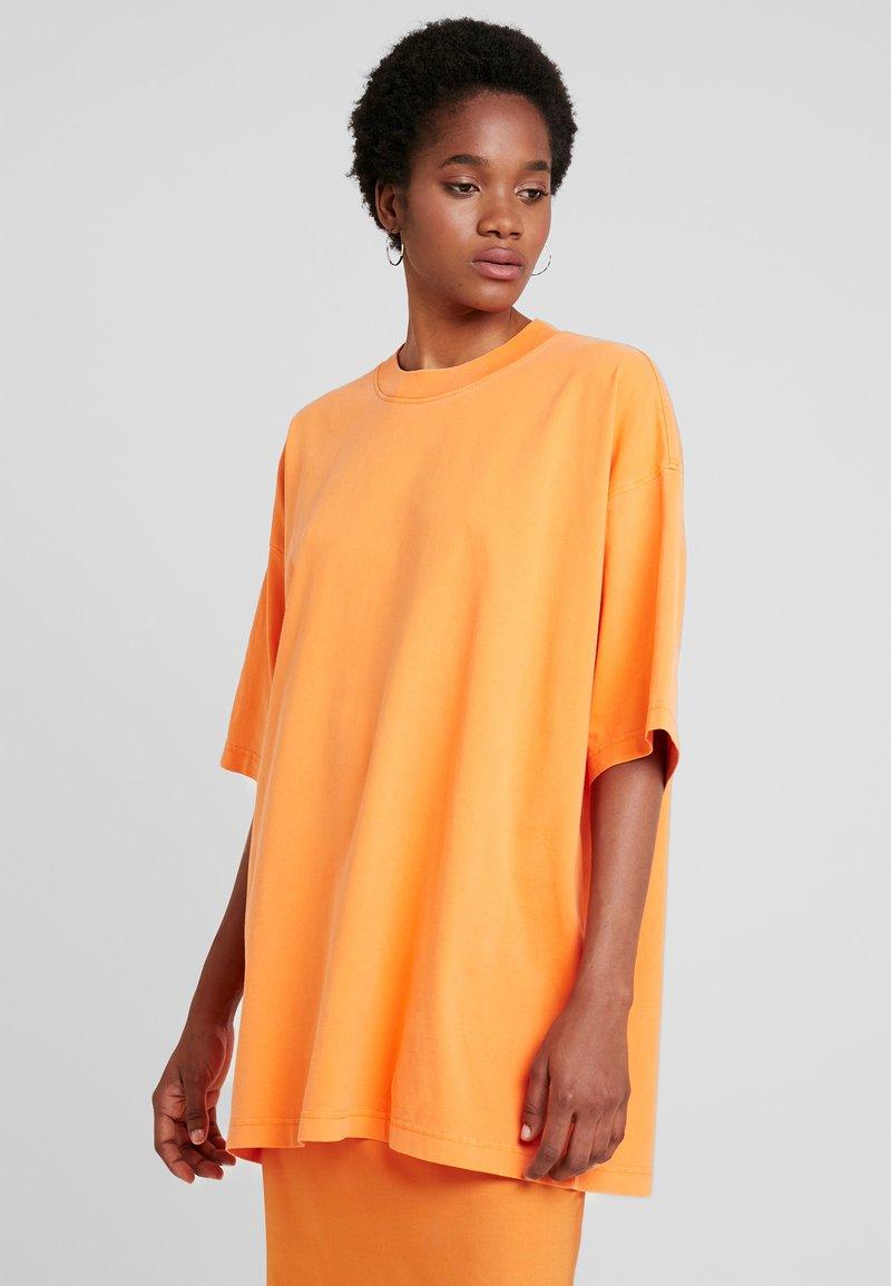 Weekday - BLISS  - Print T-shirt - orange