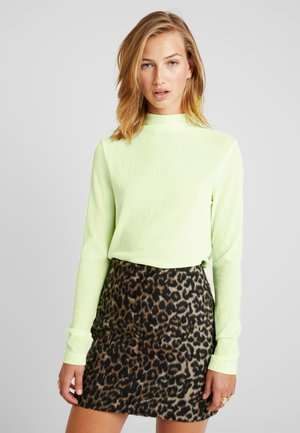 FLUTE TURTLENECK - Topper langermet - neon yellow