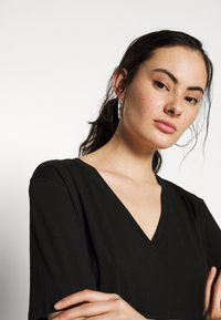 Weekday - LAST V-NECK - T-shirts basic - black - 4