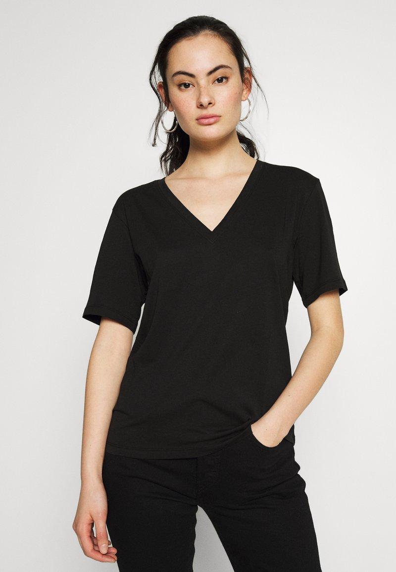 Weekday - LAST V NECK - T-shirts - black