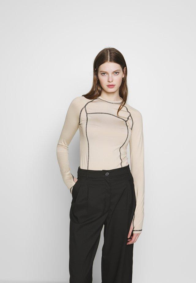 AMY LONG SLEEVE - Langarmshirt - beige/black