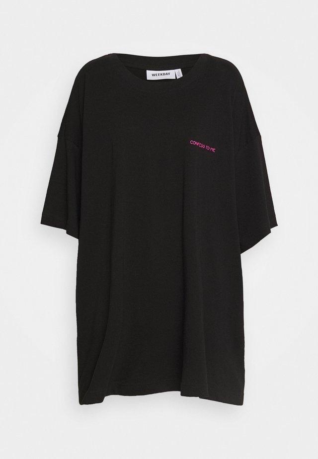 HUGE - T-shirt con stampa - black