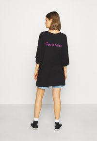 Weekday - HUGE PRINTED T-SHIRT DRESS - Jersey dress - black - 2