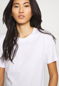 Weekday - ALANIS 2 PACK - T-shirts - white - 4