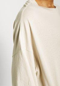 Weekday - HUGE  - T-shirts - beige - 5