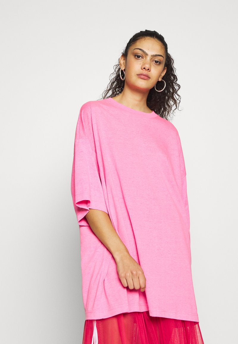 Weekday - HUGE  - T-shirts - neon pink