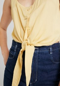 Weekday - JESSA TANK - Bluser - solid yellow - 4