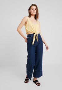 Weekday - JESSA TANK - Bluser - solid yellow - 1