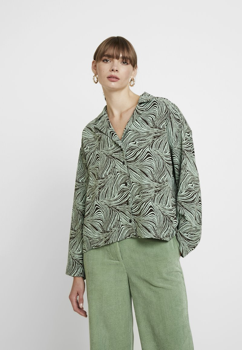 Weekday - ARIN - Button-down blouse - rolling