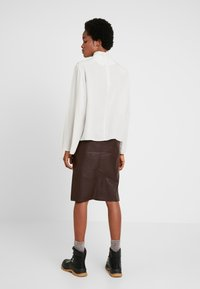 Weekday - EVELINA BLOUSE - Blouse - off white - 2
