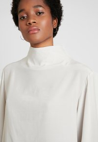 Weekday - EVELINA BLOUSE - Blouse - off white - 3