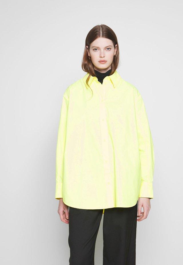 CHARLI POPLIN SHIRT - Skjorte - neon yellow
