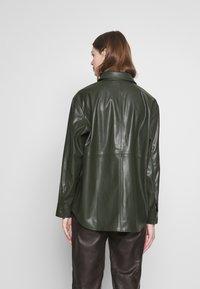 Weekday - LEXI - Skjorte - dark dusty green - 2