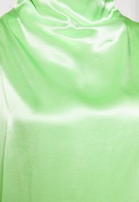 Weekday - RAYNE SHORT SLEEVED BLOUSE - Blouse - bright green - 2
