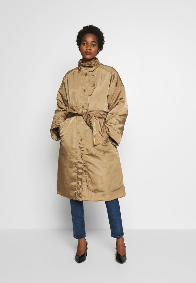 SHILOH PADDED JACKET - Zimní kabát - mole