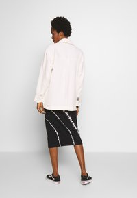 Weekday - CRYSTAL INDOOR JACKET - Lett jakke - off white - 2