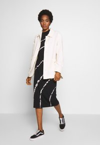 Weekday - CRYSTAL INDOOR JACKET - Lett jakke - off white - 1