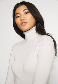 Weekday - KIRSTEN TURTLENECK - Jumper - beige - 4